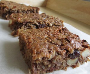 Millet and nut granola bar
